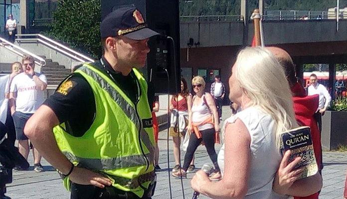 Na antiislamskim protestima u Norveškoj primjerak Kur'ana bačen na pod