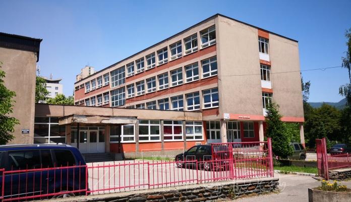 PREDSTAVLJAMO: Prva gimnazija u Zenici (FOTO)