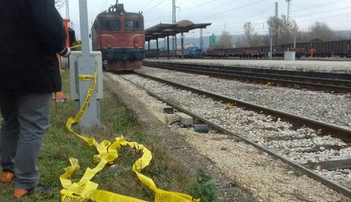 Voz udario u automobil: Poginulo jedno lice, dvoje povrijeđeno