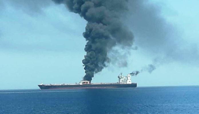 Napadi u Omanskom zaljevu: Eksplozije na dva tankera, jedan pogođen torpedom