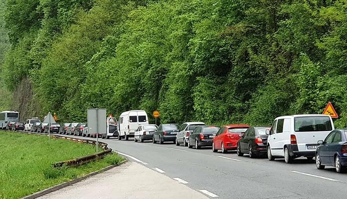 Saobraćajna nezgoda ispred tunela Vranduk, sudar tri vozila