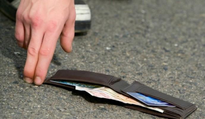Pronašao novčanik pun novca, prisvojio ga pa uhapšen