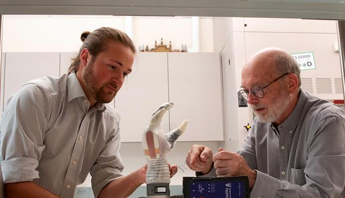Amputirac dobio novu mehaničku ruku koju može pomjerati mislima (VIDEO)