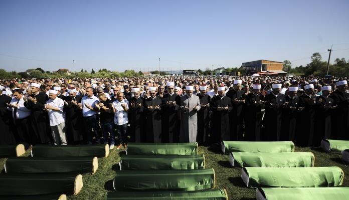 """Klanjana kolektivna dženaza za 86 prijedorskih žrtava: """"Pravda na ovom svijetu jeste spora ali nije nedostižna"""""""