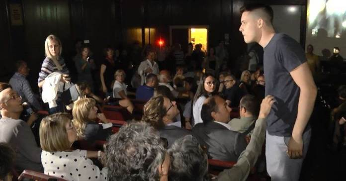 Incident na početku performansa posvećenog žrtvama genocida (VIDEO)