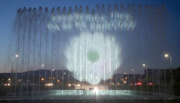Srebrenički cvijet sjećanja projeciran u zagrebačkim fontanama