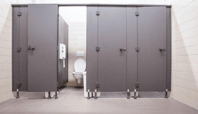 Doktorica objasnila zašto biste trebali sjesti na wc školjku u javnom toaletu