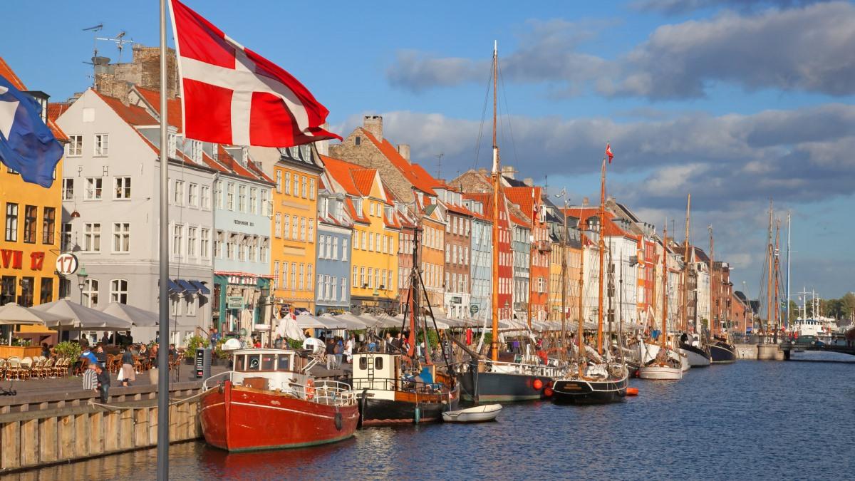 Danska vakcinisala više od 70 posto populacije i ukinula sve restrikcije