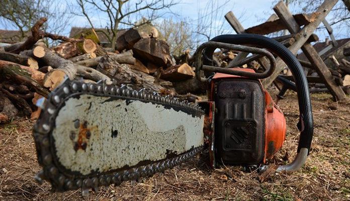 Maloljetnik podlegao od ozljeda zadobivenih motornom pilom