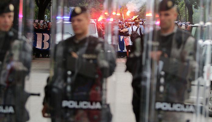 MUP ZDK pregledava snimke i vrši istragu da utvrdi koja su lica ubacivala predmete na Sarajevo – BATE i Čelik – Željezničar