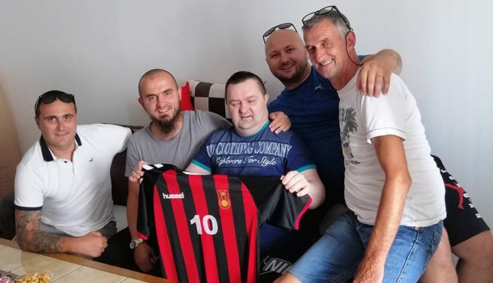 Robijaši i Fenan Salčinović posjetili vjernog navijača Čelika (FOTO)