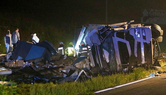 U teškoj saobraćajnoj nesreći u blizini Lukavca smrtno stradale tri osobe