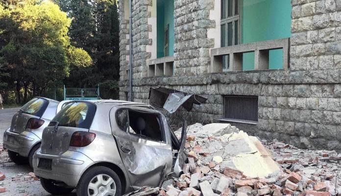 Albanci panično bježali iz domova nakon snažnih zemljotresa