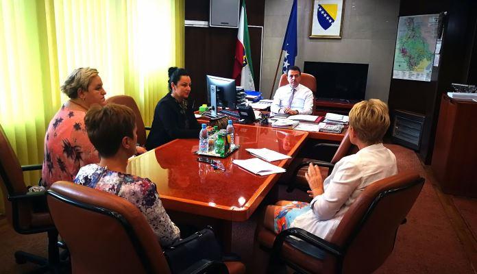 Premijer Ganić razgovarao sa predstavnicama Udruženja djece i mladih oboljelih od dijabetesa u ZDK