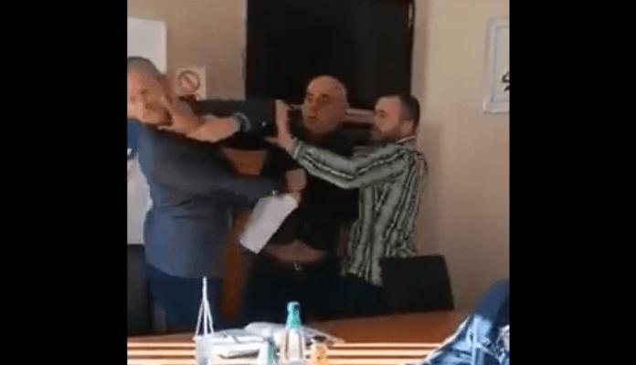 Policija kažnjava muškarca jer je neovlašteno snimao tučnjavu u sportskom savezu RS