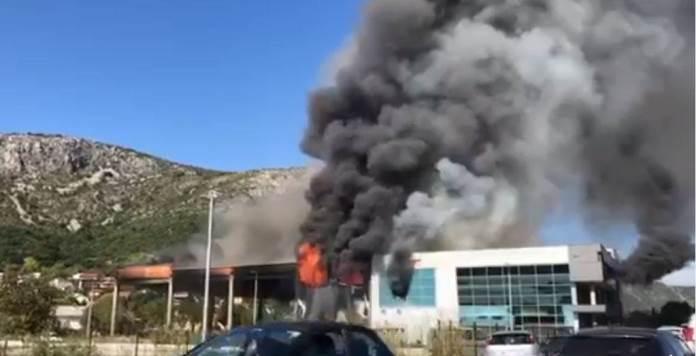 Veliki požar u centru Mostara, gore prostorije judo kluba (VIDEO)