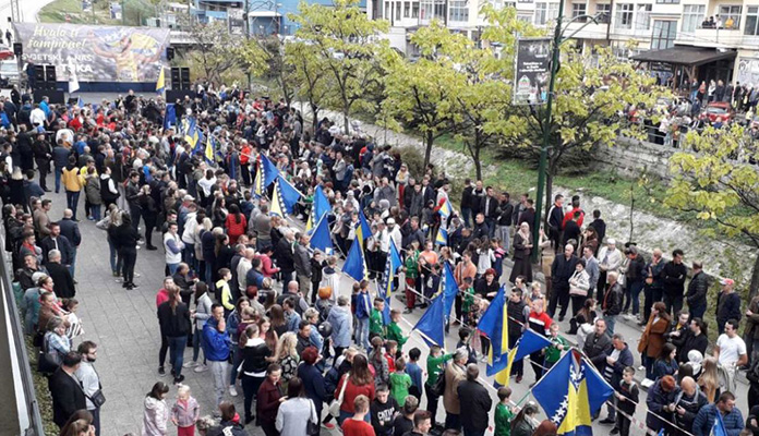 Hiljadu građana priredilo doček Tuki u Kaknju