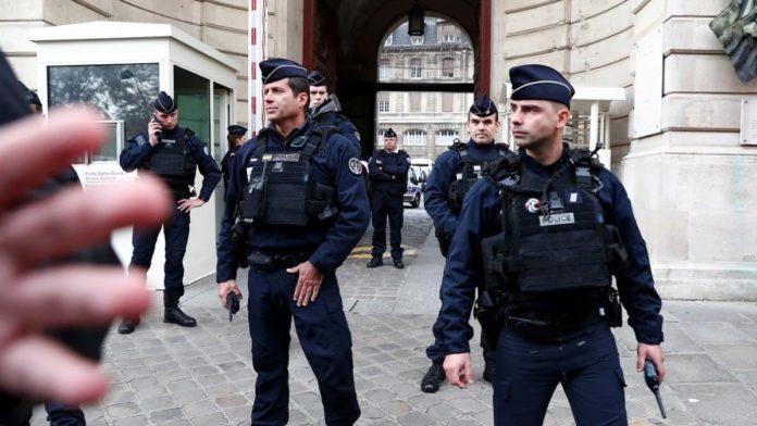 Francuski mediji: Ubica četiri policajca u Parizu nedavno prešao na islam