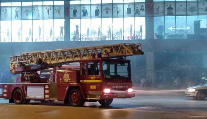 Tragedija u Kaknju: Radnik se ugušio gaseći požar u tržnom centru Robot