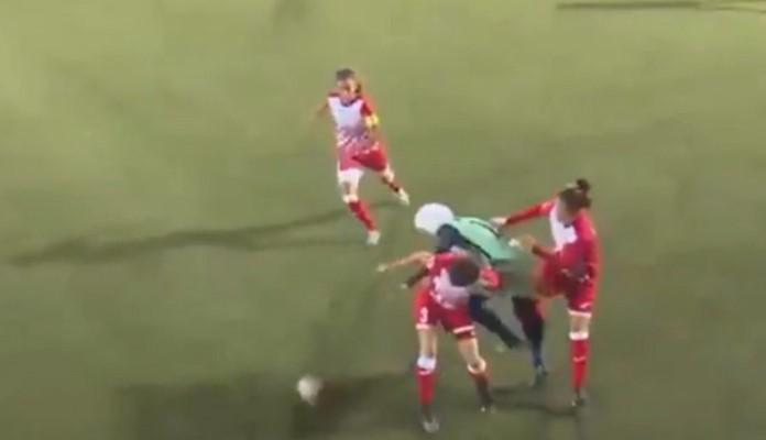 Fudbalerki spao hidžab, potez protivnica oduševio svijet (VIDEO)