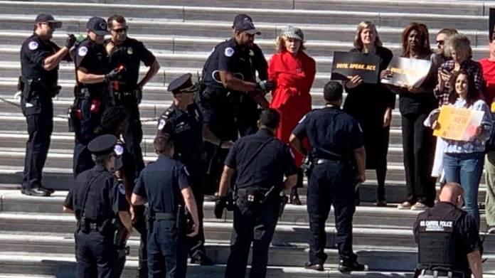 Oskarovka Jane Fonda uhapšena ispred Kongresa (VIDEO)