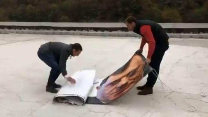 Nakon BiH i u Srbiji uklonjen plakat sa Vučićem i Dodikom (VIDEO)