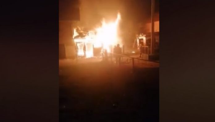 Migranti pokušali da se ugriju pa zapalili kuću u Bihaću (VIDEO)