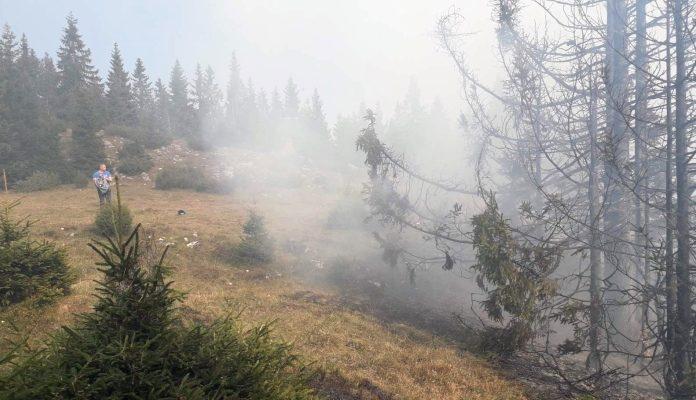 Na Romaniji gori već peti dan, helikopter izviđa situaciju