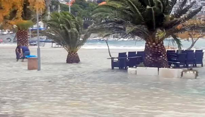 Oluja na Jadranu nosi sve pred sobom (VIDEO)