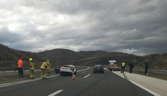 Saobraćajna nesreća na autoputu, obustavljen saobraćaj prema Zenici