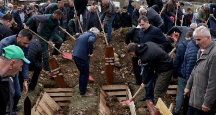 Klanjana kolektivna dženaza za 12 žrtava u Hadžićima