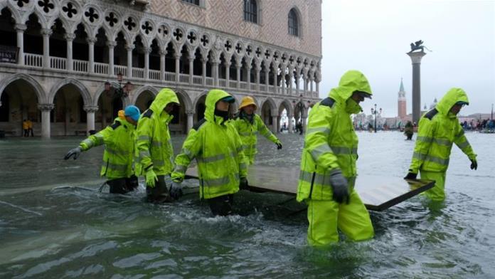 Venecija pod vodom: Najveća plima u proteklih 50 godina, dramatično stanje (VIDEO)