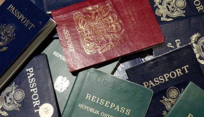 Zašto pasoši mogu biti samo u četiri boje