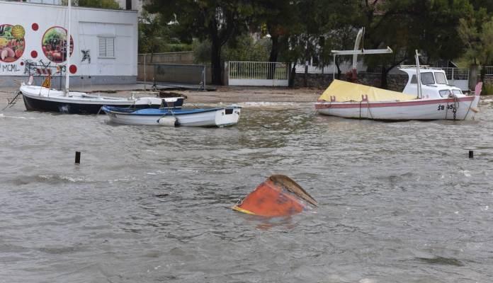 Potop u Dalmaciji, ulice pod vodom, potopljeni i Dioklecijanovi podrumi (VIDEO)