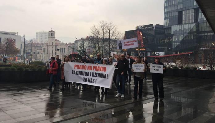 """Članovi grupe """"Pravda za Davida"""" se okupili ispred Parlamenta BiH (VIDEO)"""
