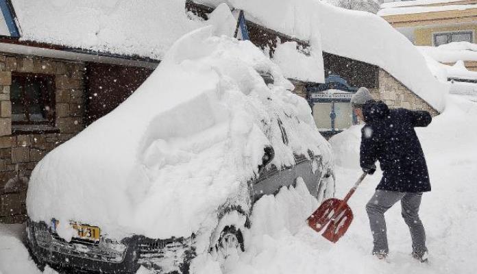 Snijeg zatrpao Austriju, proglašena najviša opasnost od lavina