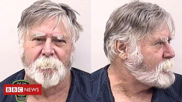 Amerikanac opljačkao banku te bacao novac po ulici čestitajući Božić