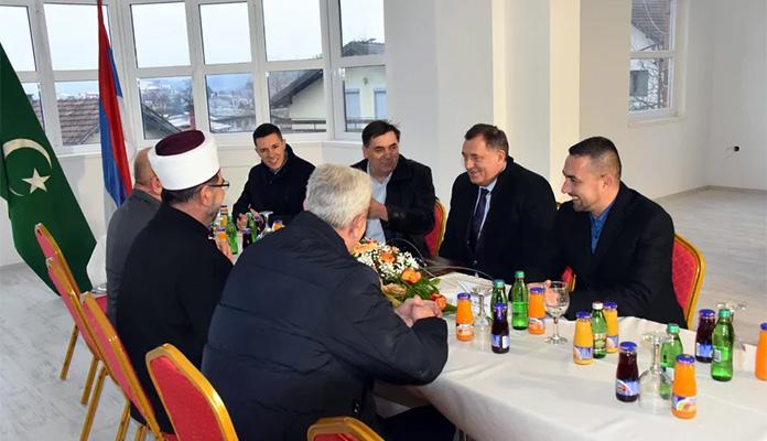 Dodik donirao 100 hiljada KM za izgradnju Islamskog centra u Doboju
