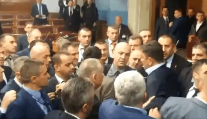Haos u Skupštini Crne Gore nakon usvajanja Zakona o slobodi vjeroispovijesti (VIDEO)