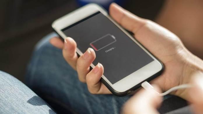 Vrlo opasno je puniti mobilni na javnom mjestu, evo i zašto
