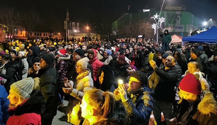 Zeničani uz koncert i vatromet dočekali Novu 2020. godinu (VIDEO+FOTO)