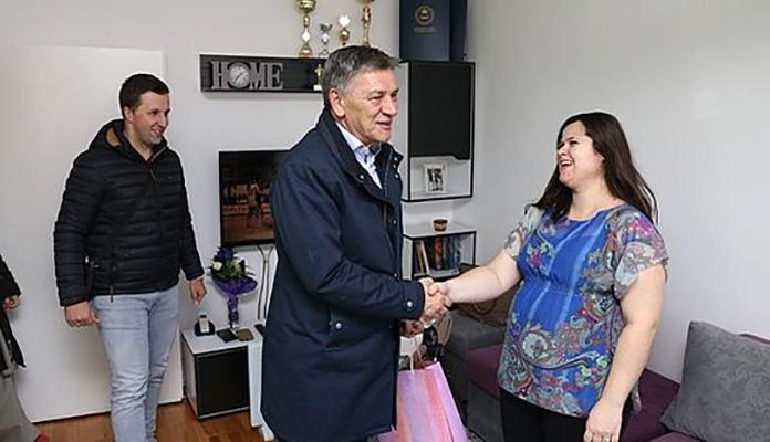 Fuad Kasumović Darivanje Bebe