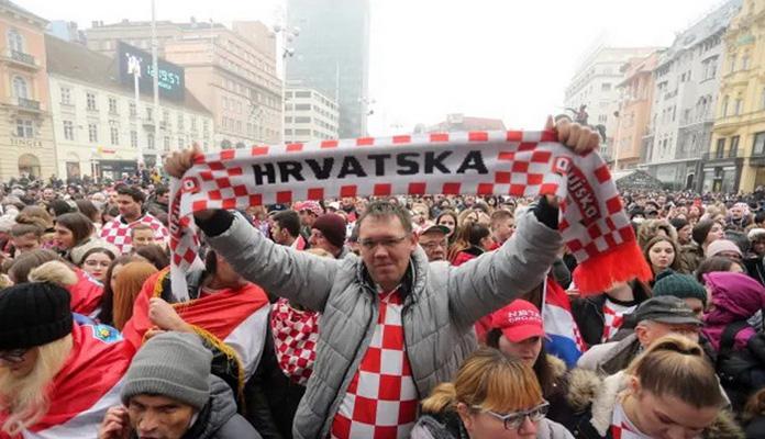Rukometaši Hrvatske dočekani na Trgu, slavili s 10 hiljada navijača