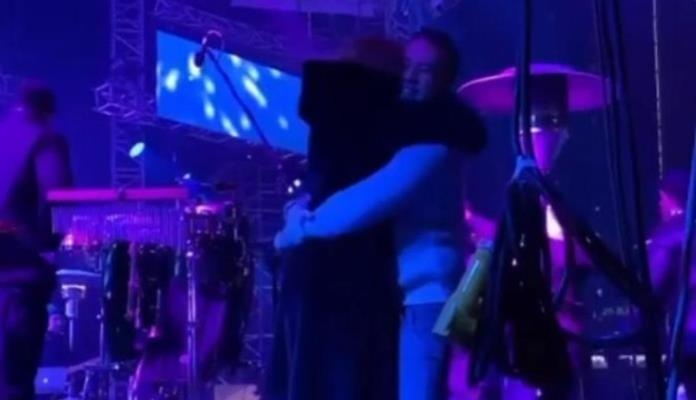 Jovana i Željko u zagrljaju za novogodišnju noć (VIDEO)
