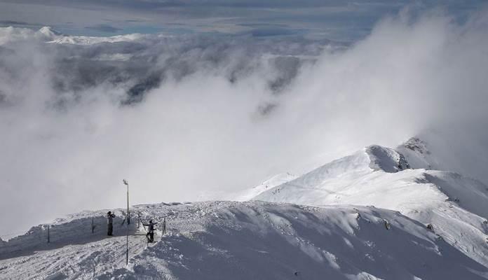 Mladić preživio pad niz 150-metarsku snježnu padinu