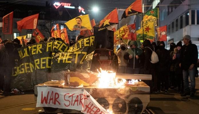 Protesti protiv foruma u Davosu, sukobi s policijom, troje uhapšenih