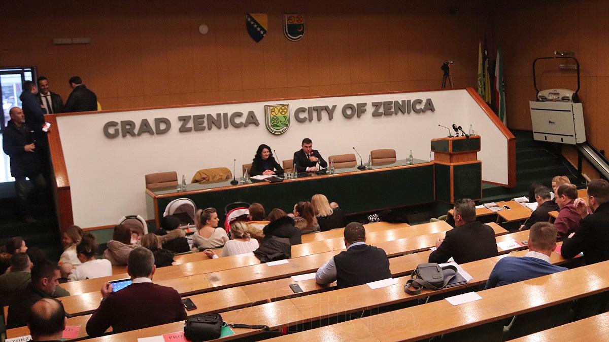 Neuspjeli pokušaj održavanja hitne sjednice Gradskog vijeća Zenice (FOTO)
