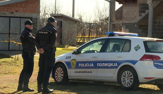 Sin ubio oca, policija traga za ubicom