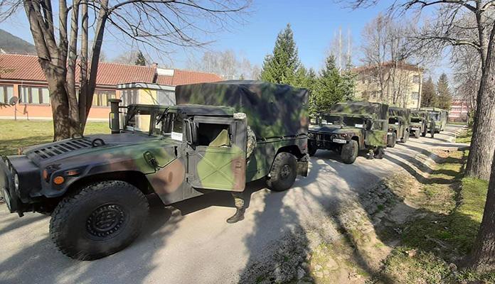 Pripadnici Oružanih snaga BiH iz Zenice krenuli prema graničnim prelazima  (FOTO)