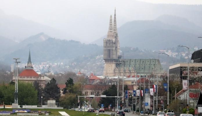 Snažan zemljotres pogodio Zagreb, pucali zidovi na zgradama (FOTO)